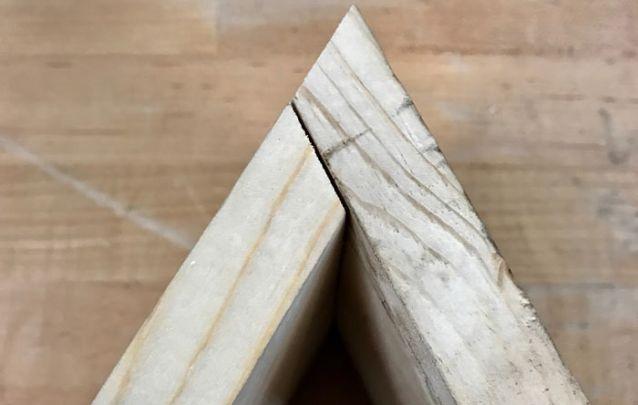 Tutorial para fazer uma estante moderna em forma de triângulo imagem 2