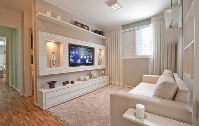 Agora se o seu espaço for menor e a sua intenção for que ele pareça mais amplo, você pode investir em uma peça com revestimento em espelhos ou em um tom próximo da parede