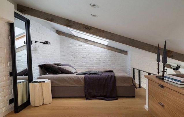 Este é um belo exemplar dentre as opções de quartos pequenos decorados para jovens, o qual segue um estilo rústico e industrial moderno