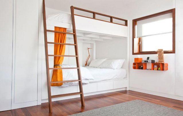 Um quarto compartilhado para adolescentes que preferem um ambiente clean