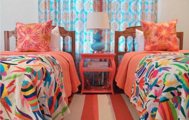 Uma opção linda e vibrante para um quarto compartilhado por meninas