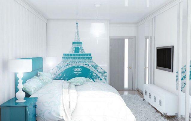Branco e azul formam uma combinação relaxante para o quarto