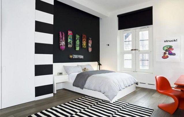Os skates na parede são uma forma de evidenciar os gostos do dono do quarto