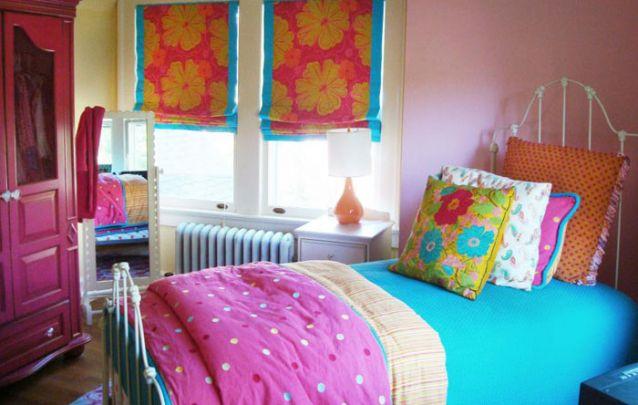Um quarto alegre e colorido para as meninas