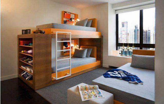 Um bom exemplo de um quarto de adolescente compartilhado entre três pessoas