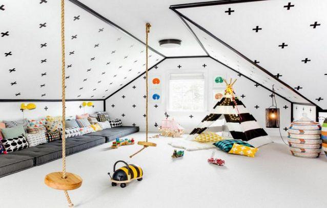 Os balanços presos ao teto trazem originalidade à decoração quarto de menina