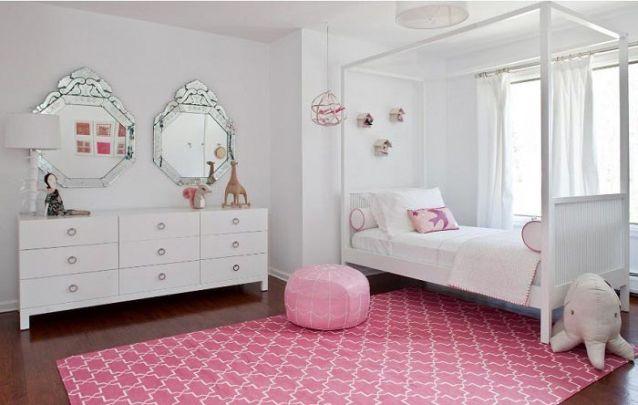 A combinação delicada entre rosa e branco nunca saem de moda para um quarto de menina