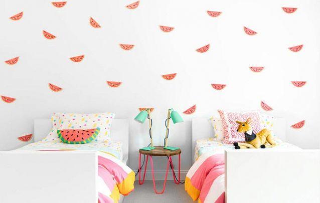 As melancias na parede trazem um toque divertido para o quarto de meninas