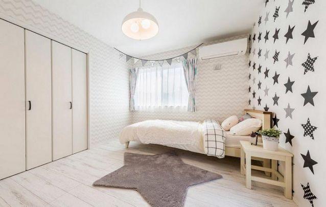 Uma paleta de cores neutras para criar uma decoração de quarto de menina clean