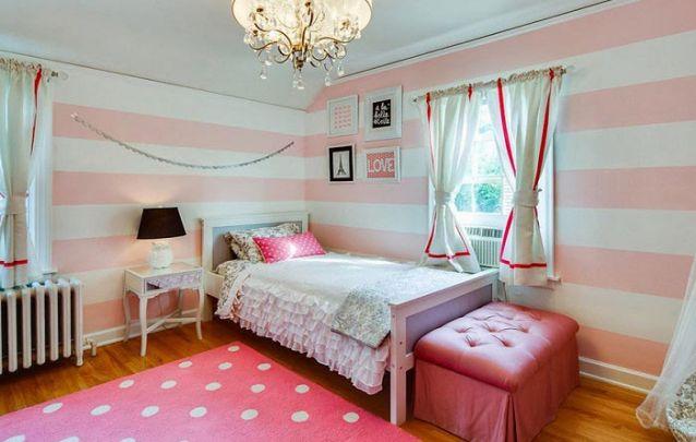 Listras horizontais nas paredes trazem a sensação de que o cômodo é mais largo