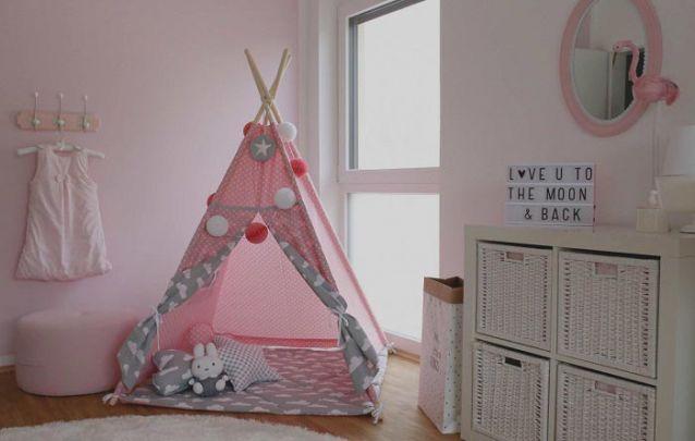 A tenda é um item que está cada vez mais comum nos quartos infantis, além de agregar valor estético, é ótimo para a diversão das crianças