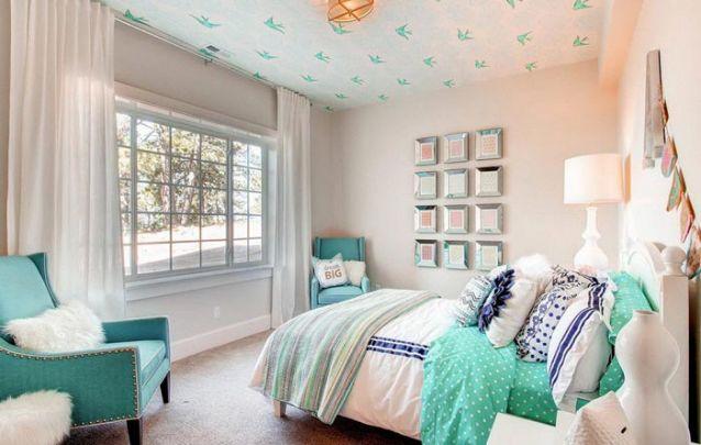 Aplicar papel de parede traz contemporaneidade à decoração
