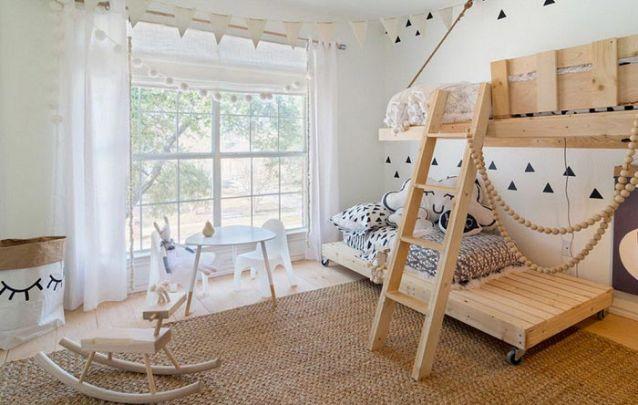 O estilo minimalista foi a escolha para este quarto de menina