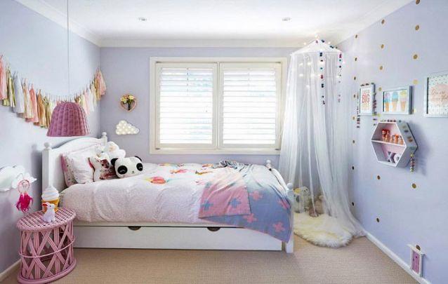 Decoração de quarto de criança delicado e moderninho