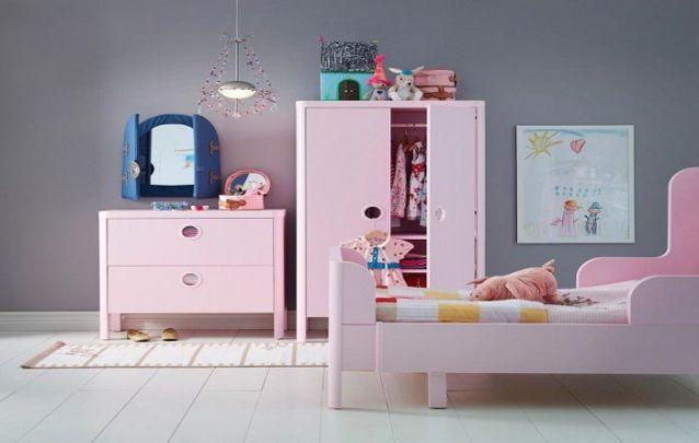 Apostar em um tom de rosa claro para os móveis também é uma ótima ideia para uma decoração para quarto de menina
