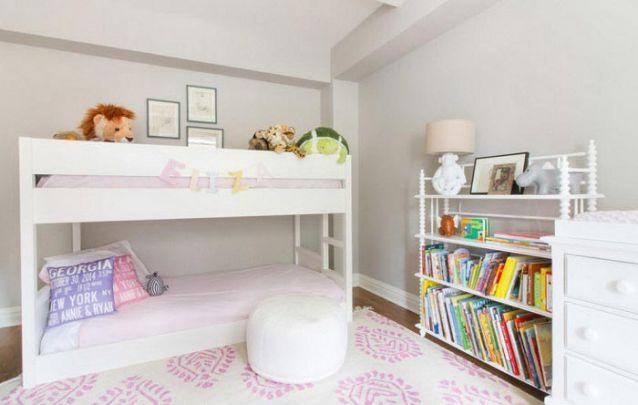 Uma estante é ótima para expor os livros da criança