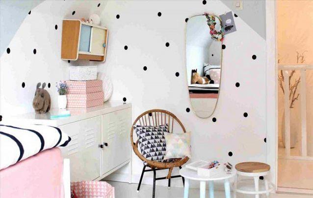 Uma cartela de cores harmônicas para um quarto de menina decorado