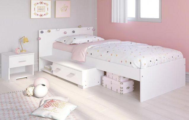 Gavetas abaixo da cama são ótimas para armazenar objetos sem atrapalhar o design