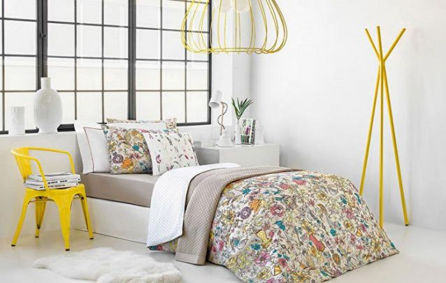O amarelo é ótimo para criar contraste em um quarto de menina