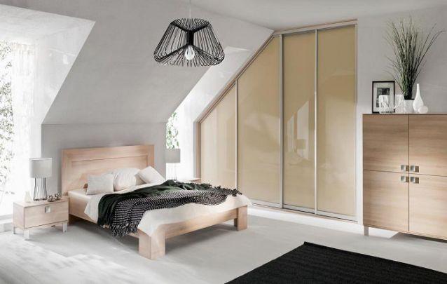 Um guarda roupa planejado tem a vantagem de se adaptar à qualquer estrutura, até mesmo em uma parede em grau