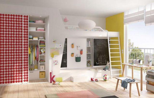 Para um quarto infantil, o guarda roupa planejado pede toques de cor