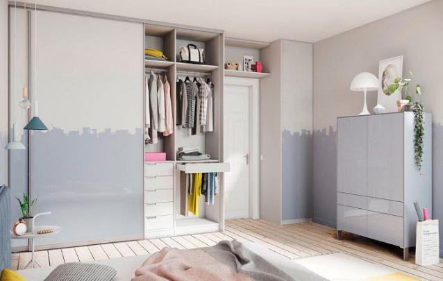 Aqui, o guarda roupa planejado segue o padrão de pintura das paredes