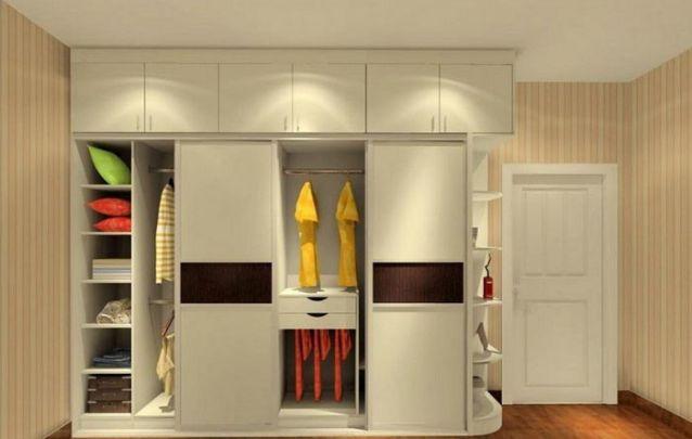 As portas na parte superior são ótimas para armazenar roupa de cama extra ou peças pouco utilizadas