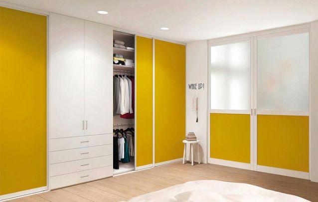 Branco e amarelo, uma combinação vibrante e equilibrada para o seu guarda roupa planejado
