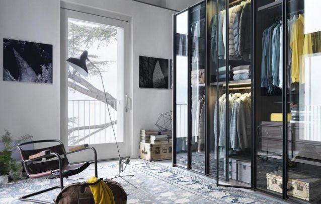 Um guarda roupa planejado para combinar com um quarto com estilo industrial moderno