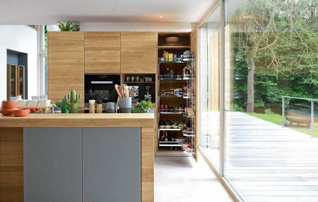 Tons amadeirados caem muito bem em cozinhas projetadas