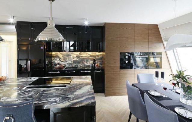 Cozinhas planejadas escuras pedem um projeto de iluminação eficiente