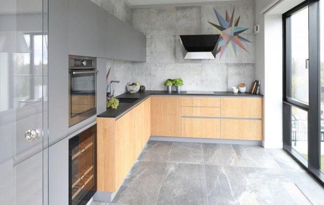 O cinza é super atual e combina muito bem com armários planejados na cozinha