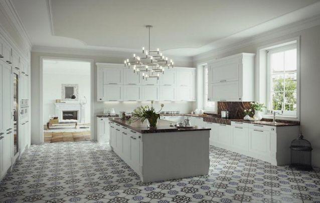 Cozinha projetada com móveis clássicos