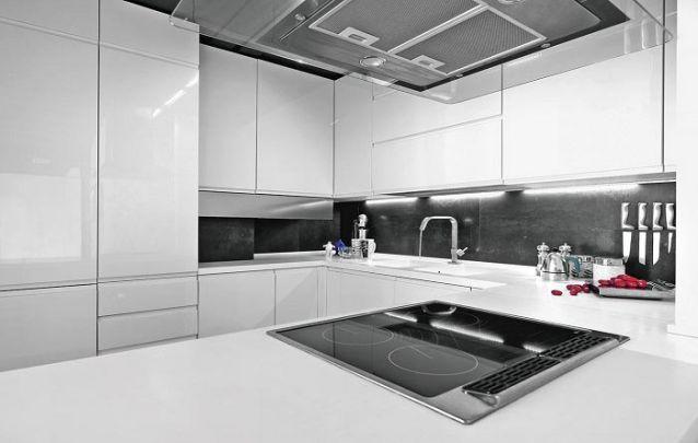 """Uma pequena cozinha planejada em """"U"""""""