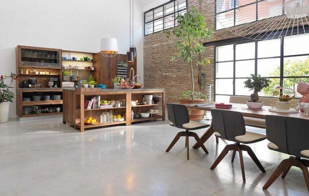 Móveis projetados compõem este ambiente com estilo rústico industrial