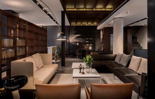 Você pode adicionar uma estante planejada ao projeto da sua sala de estar