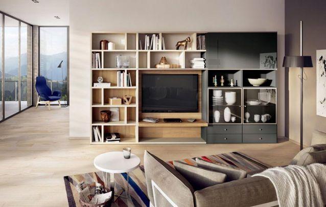 Você pode acomodar um armário planejado na sala de estar para servir de cristaleira