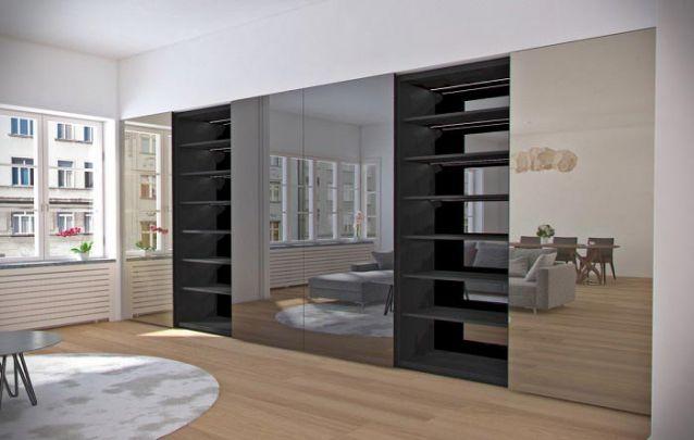 As portas de espelho do armário planejado o deixam mais sofisticado