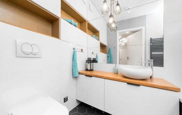Moveis planejados são uma maneira de ganhar espaço em um pequeno banheiro
