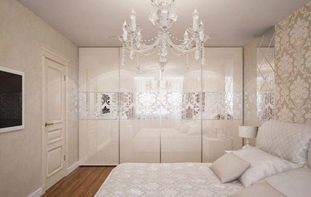 Um armário planejado sofisticado para um quarto luxuoso