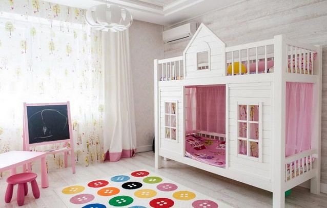 Um beliche feito sob medida para um quarto de meninas