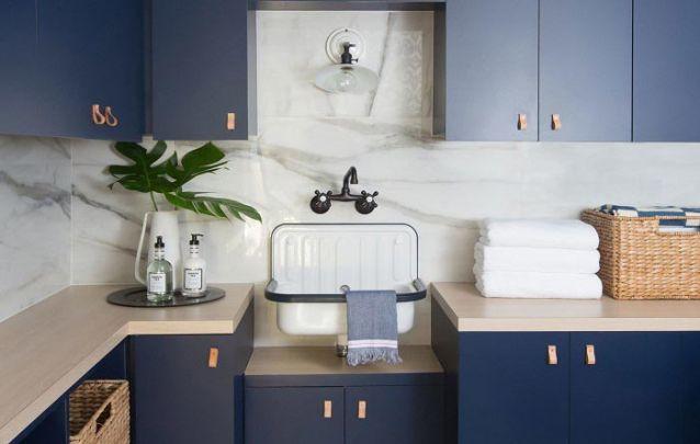 Já nesta lavanderia, os móveis planejados seguem um estilo que vai do escandinavo ao rústico
