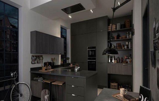 Uma cozinha americana pequena e masculina
