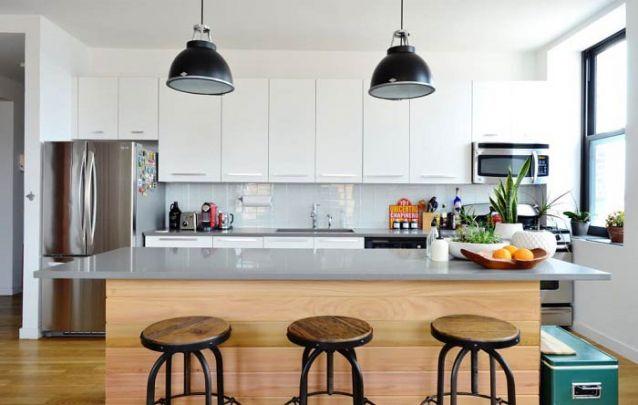 Já nesta cozinha americana a brincadeira foi misturar estilos, um pouco de tradicional, com o rústico e o industrial