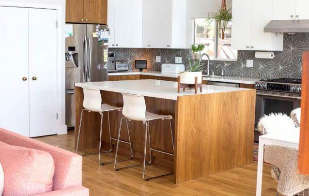 Você pode trazer evidência para a sua cozinha americana através de uma parede de destaque