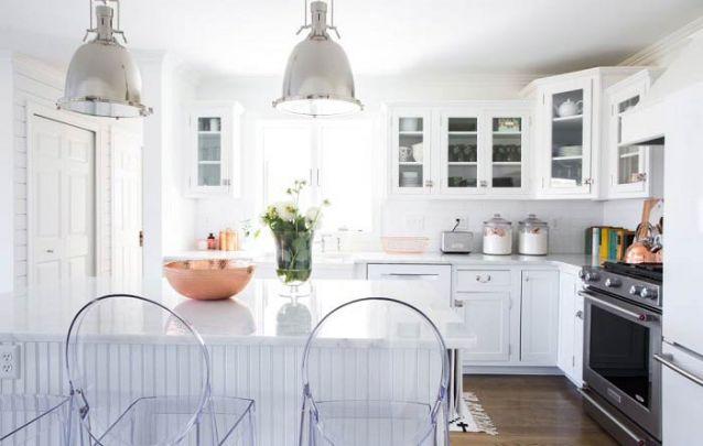 Branco para ampliar esta cozinha americana tradicional