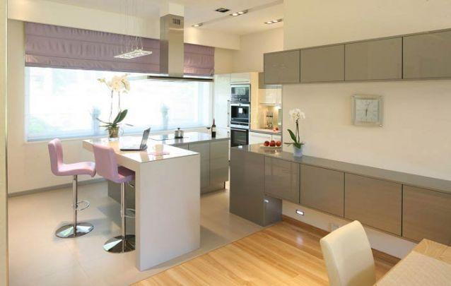 Uma cozinha americana delicada e moderna