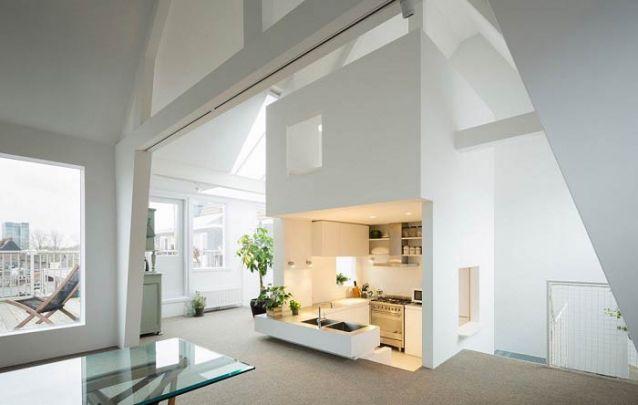 Uma cozinha americana inovadora para uma arquitetura inusitada