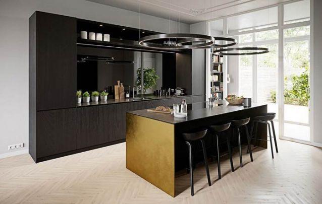 Preto e dourado, uma combinação estilosa para uma cozinha americana
