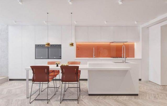 Um leve toque de laranja traz vivacidade para a cozinha americana
